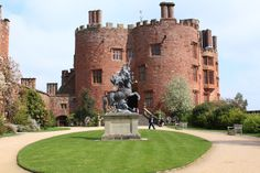 Powis Castle, Welshpool, Powys - built circa 1200 - began life as a medieval fortress. Family lineage is traced back to welsh royalty and the Powis Castle. Welsh Castles, Castles In Wales, Castles In England, Medieval Fortress, Medieval Castle, England And Scotland, Cardiff, Great Britain, Tudor