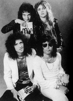 """dear-joemazzello: """" Blessing you all with a picture of Deacon pointing to himself on their album. Queen Ii, I Am A Queen, Save The Queen, John Deacon, Queen Pictures, Queen Photos, Rare Pictures, Brian May, Great Bands"""