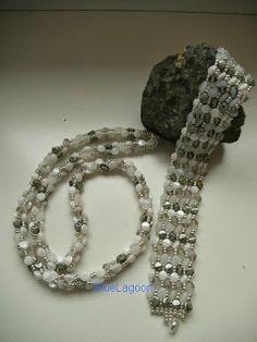 Die Kette und das Armband sind in der Herringbone-Technik, ohne Anleitung, mit Pinch Beads und 11/0er Rocs., gefädelt.