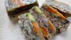 Scatoletta per cani fai da te, ovvero carne in gelatina di ossa. Carne, Meatloaf, Sushi, Sandwiches, Homemade, Pets, Ethnic Recipes, Food, Biscotti