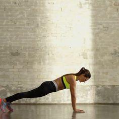 Addominali d'acciaio? Prova il #workout Frogger with Swivel e V-Ups, disponibile anche sull'App #ntc.  Unisciti anche tu al movimento #traintuesday e allenati con la #NikeMasterTrainer @elena_simeone  Non mancare anche martedì prossimo. Nuovo video e nuovo allenamento.  #traintuesday #motivation #betterforit @nikewomen