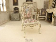 Fauteuil Louis XV, Miniature en Bois, Roses Aubusson, Structure peinte en Gris Clair, Maison de poupée, Échelle 1/12