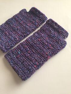 Crochet fingerless gloves, free pattern on the link