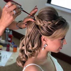 65 ideas wedding indian hairstyles updo up dos for 2019 - Hair Styles 2020 Indian Hairstyles, Bride Hairstyles, Bridal Hair Updo, Hair Wedding, Simple Wedding Hairstyles, Pinterest Hair, Homecoming Hairstyles, Curly Hair Styles, Hair Beauty