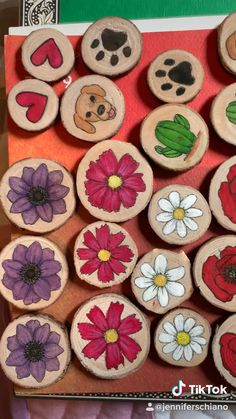Hand Painted Wood magnets Behind the scenes, making wood magnets! Rock Crafts, Diy And Crafts, Crafts For Kids, Arts And Crafts, Paper Crafts, Deco Noel Disney, Painted Rocks, Hand Painted, Painted Wood