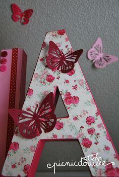 Lettres décorées sur le thème des papillons et des fées