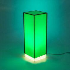 Condom green - Lampada da comodino o da tavolo dal design moderno in plexiglass colorato #design #designtrasparente #plexiglass #lampade
