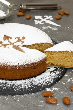 Spanish almond cake known as tarta de Santiago. This is a cake from Galicia and it is super easy to make, only 3 ingredients. just perfect for the holidays. Almond Recipes, Baking Recipes, Cake Recipes, Dessert Recipes, Gourmet Desserts, Plated Desserts, Spanish Desserts, Spanish Cakes Recipe, Spanish Tapas
