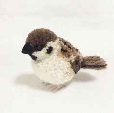 My Owl Barn: Japanese Artist Makes Most Adorable Pompom Animals - Photo Bird Crafts, Easter Crafts, Fun Crafts, Christmas Crafts, Crafts For Kids, Pom Pom Animals, Yarn Animals, Butterfly Stitches, Pom Pon