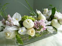 Gorgeous Long Low Centerpiece #events #entertaining http://loiskeaneflowers.wordpress.com/page/2/