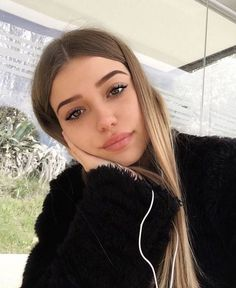 makeup goals, makeup inspo, makeup tips, cute hairstyles, blonde hair Natural Makeup Looks, Natural Looks, Beauty Make-up, Hair Beauty, Pretty People, Beautiful People, Photographie Portrait Inspiration, Hair Color Dark, Grunge Hair