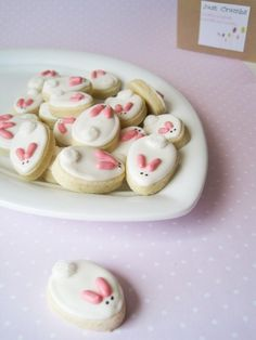Bunny Cookies + 26 other cute spring/Easter ideas! These bunny cookies are adorable!