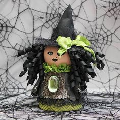 Clay Pot Witch DIY:   http://www.17turtles.com/2012/10/happy-halloween-bo-bunny-flower-pot.html