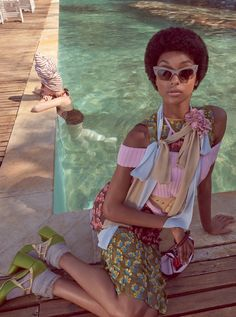Following up her covers, Jourdan Dunn looks seventies chic for this editorial featured in the February 2016 issue of Vogue Brazil. The British beauty wears an afro hairstyle while posing in pastels styles from designer brands like Gucci and Burberry. Photographed by Zee Nunes and styled by Pedro Sales, Jourdan lounges poolside in feminine lace …