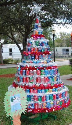 soda can tree Lol...this is great! My son & his college friends did an illini (orange & blue) team tree.it was something just like this made from those special team themed beer cans. Really cool in their campus house of 5 guys!