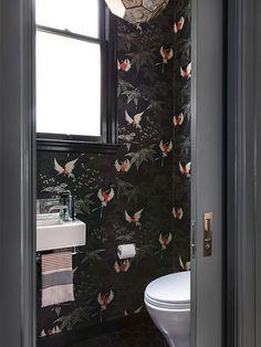 20 cuartos de baño con papel pintado que no decepcionan