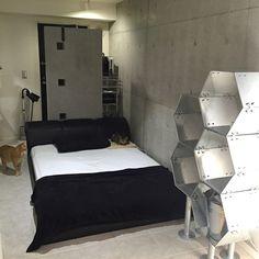 AkiOgawaさんの、DULTON,モノトーン,シルバー,コンクリート,ステンレス,一人暮らし,ベッド周り,のお部屋写真