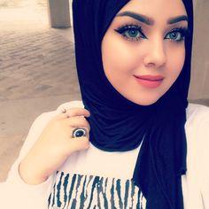 Image may contain: 1 person, closeup Korean Beauty Girls, Beauty Full Girl, Beauty Women, Beautiful Muslim Women, Beautiful Hijab, Hijabi Girl, Girl Hijab, Beautiful Girl Makeup, Arab Girls Hijab