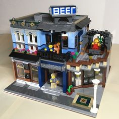 LEGO 10246 - The Highlander Bar - alternat Building for Detective's Office (Modular Buildings Lego Minifigure Display, Classic Lego, Lego City Sets, Lego Store, Lego Mecha, Lego Modular, Lego Design, Lego Architecture, Lego Creator