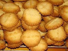 Baking Recipes, Cookie Recipes, Baking Ideas, Condensed Milk Biscuits, Recipe For Kentucky Fried Chicken, Fried Biscuits, 3 Ingredient Cookies, Cook N, Cabbage Recipes