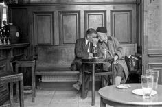 Tony Hall's Pub Photography London Pubs, Old London, East London, Old Pictures, Old Photos, Vintage Photos, British Pub, British History, Paul Is Dead