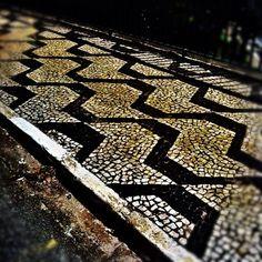 Um Instagram da amiga @silrosa. Acho eu que é a calçada próxima da Assembleia paulista.