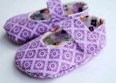 Baby Shoes Pattern http://crazylittleprojects.com/2012/11/learn-to-sew-with-crazy-little-projects.html?utm_source=feedburner_medium=feed_campaign=Feed%3A+blogspot%2FGkPot+%28Crazy+Little+Projects%29