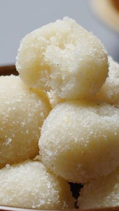 Round & fudgy sweet treats made with desiccated coconut, ghee and sugar is one of the easiest sweets to make. This no condensed milk recipe requires very few ingredients and are perfect for gifting. Rasgulla Recipe, Kulfi Recipe, Chaat Recipe, Coconut Ladoo Recipe, Sweet Dishes Recipes, Sweets Recipes, Diwali Recipes, Coconut Recipes, Spicy Recipes