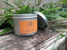 Nouvelle fragrance chez Atelier Bougies : Agrumes, qui nous permet de prolonger l'été ! Toujours en ciré 100% végétale, cette bougie est faite de façon artisanale en France.