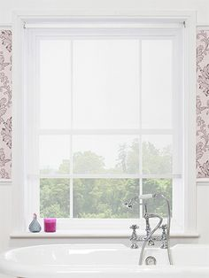 The Vista White Magic Screen roller blind will complement almost any interior and add a fresh and bright feel at the window. Sheer Roller Blinds, Sheer Blinds, Curtains With Blinds, Roman Blinds, Window Coverings, Window Treatments, Tela Solar, Bedroom Blinds, Bathroom Curtains