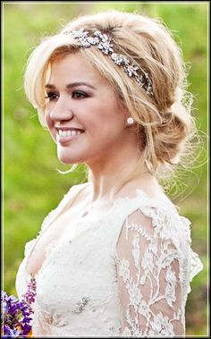 Kelly Clarkson's hair style for her wedding.