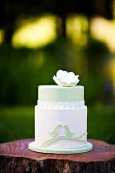 #green and #white #bird wedding #cake