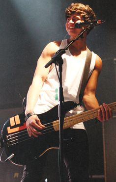 Calum Hood<3 bass players man...one of the HOTTEST bass players I've ever played my EYES on!!! ZAYUM