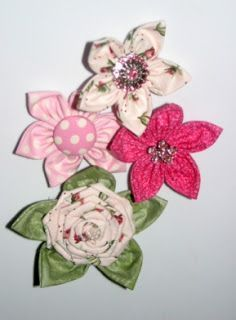 The Shabby Crafter: Really Easy Fabric Flowers Tutorial