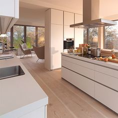 While the minimalist kitchen furniture of the brand may seem simple at first glance, typical features of a Bulthaup kitchen design are the clean lines Kitchen Design Open, Contemporary Kitchen Design, Interior Design Kitchen, Modern Design, New Kitchen, Kitchen Dining, Kitchen Decor, Kitchen Cabinets, Kitchen Ideas