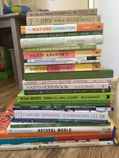 I love using kids nature books as a reference for nature studies. Here are some great kids nature books that will help you create a nature journal or Outdoor Education, Outdoor Learning, Home Learning, Learning Activities, Stem Activities, Homeschool Books, Homeschool Kindergarten, Homeschool Curriculum, Online Homeschooling