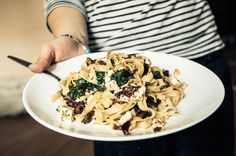 Tagliatelle with spinach, dried tomatoes and feta cheese