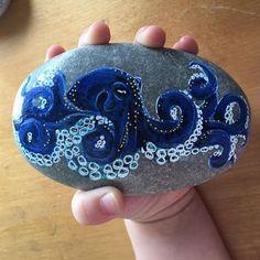 I want this rock. Octopus Art, Octopus Photos, Octopus Drawing, Painting Inspiration, Art Inspo, Tenacious D, Stone Painting, Rock Painting, Stone Art