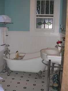 #vintage bathroom, i want that #tile in my next bath remodel