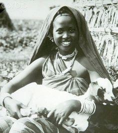 Somali Traditional Dress & Attires | Young SOmali Woman wearing guntino