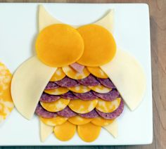 Owl Meat & Cheese Tray - could use tiny circles for one serving. Turn sideways make a fish, or try a bird. This would go nice in the upper tray of the purple bento (popcorn on the bottom, fruit in the side) could mix in nut rounds. Cute Food, Good Food, Yummy Food, Tasty, Animal Shaped Foods, Meat And Cheese Tray, Cheese Plates, Wine Cheese, Preschool Snacks