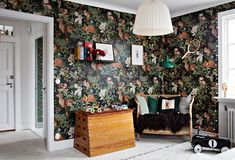 my scandinavian home: The Beautiful House of a Swedish Creative Oval Room Blue, 1920s House, Rustic Wood Walls, Swedish House, Cozy Nook, Love Home, Scandinavian Home, Colorful Wallpaper, Room Paint