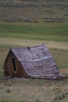 """THIS IS OUR BARN - SEE THE DIFFERENCE,MATHILDA ??  ……HUSBAND SAID HE WAS GOING TO FIX IT UP """"A LITTLE""""…….I'LL BELIEVE THAT WHEN I SEE:  --PIGS FLY--………….ccp"""