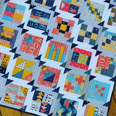 Supersimplesampler quilt by colorgirlquilts, free pattern on her Website. Fabrics are FIGURES by Zen Chic for Moda.