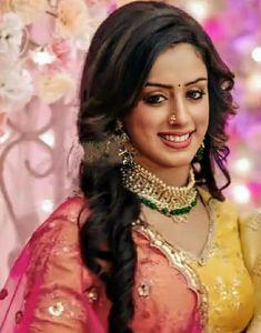 Bollywood Actress Hot Photos, Bollywood Girls, Beautiful Indian Actress, Beautiful Women, Indian Wedding Bride, Cute Beauty, Sweet Couple, Cute Faces, India Beauty