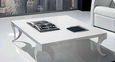 Mesa de centro 100 x 100 cm. tapa lacada y patas con forma en acero inoxidable brillo.