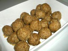 1 1/2 dlmaitoa 1 dlkorppujauhoja 1Sipuli 1kananmuna 1 tlsuolaa 2 tlaromisuolaa 1 tlpippuriseosta 400 gjauhelihaa  Ohjeet Sekoita korppujauho maitoon ja anna imeytyä. Kuori ja hienonna sipuli. Voit alutessasi pehmentää sipulin paistamalla sen pannussa. Lisää sipuli, muna, mausteet ja jauheliha korppujauhoihin. Sekoia tasaiseksi. Kostuta kädet vedellä ja pyörittele seos lihapulliksi. Paista lihapullat uunissa 200 asteessa 20 minuuttia tai paistinpannulla vähässä rasvassa…