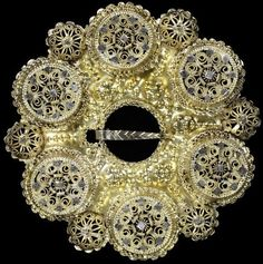 Silver-gilt ring brooch (bolesølje) with filigree decoration, Norway, Museum Number Art Nouveau, Art And Craft, Deco Retro, National Art, The V&a, Victoria And Albert Museum, Middle Ages, Vintage Brooches, Filigree