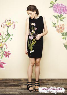 By Mamatayoe- Vestido estampado floral posicionado en la parte delantera| Dress with floral print on the front| Robe imprimé floral sur le devant| Abito con stampato floreale posizionato davanti.