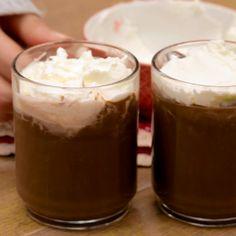 La CIOCCOLATA CALDA è una bevanda golosa perfetta per linverno: cremosa e avvolgente è preparata con pochi ingredienti semplici per il massimo gusto!